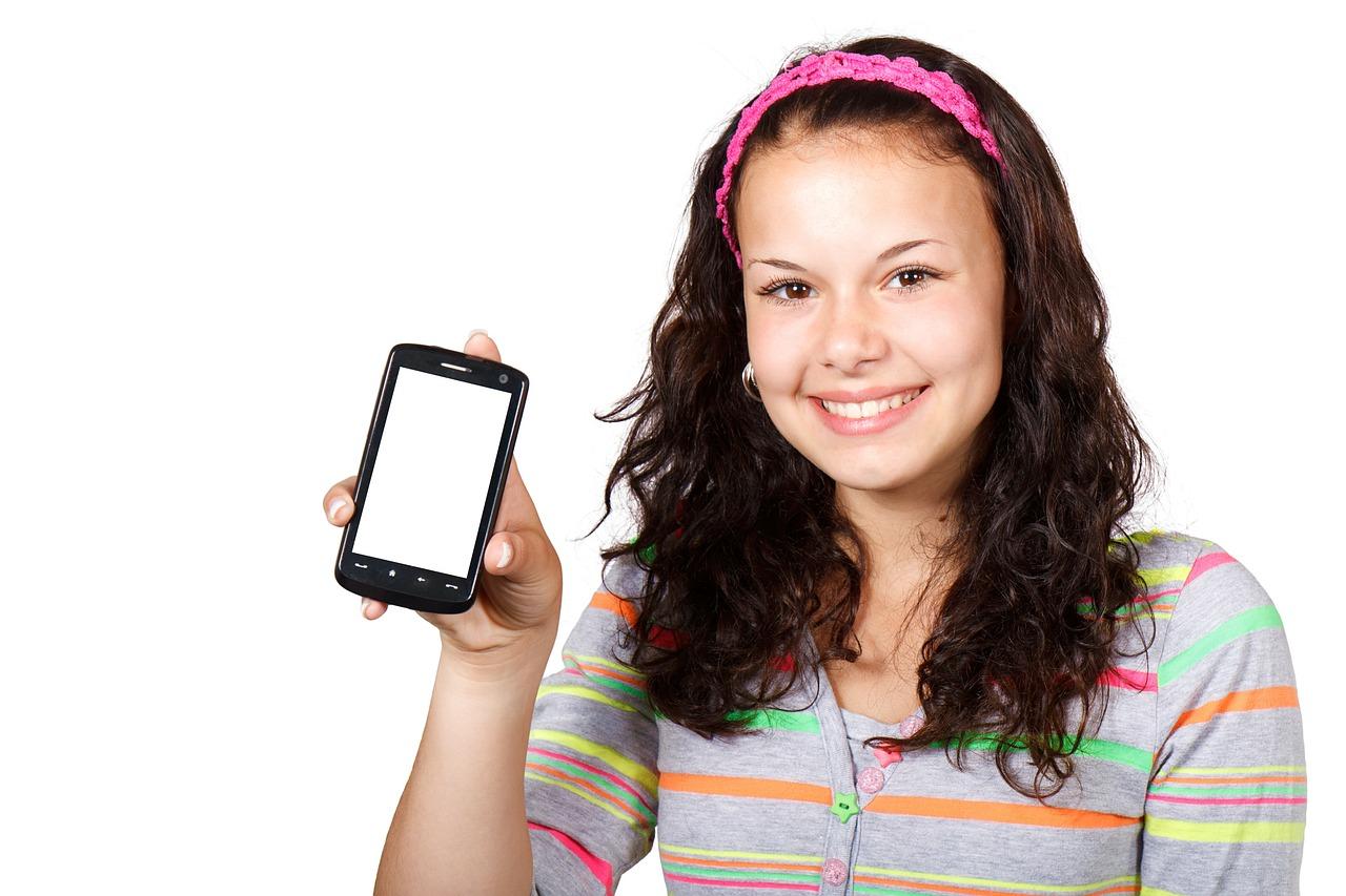teen_and_phone