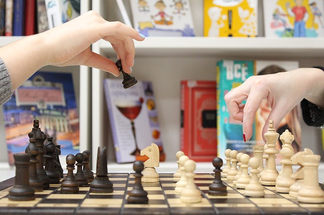 brain teasers - couple playing chess